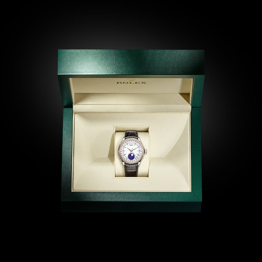 watch_assets_in_box_M50535-0002