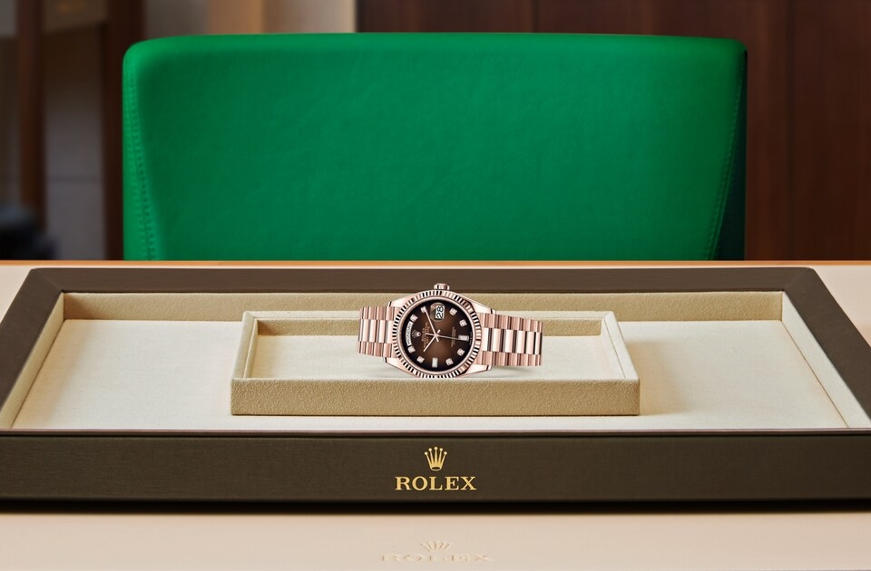 watch_assets_on_tray_m128235-0037